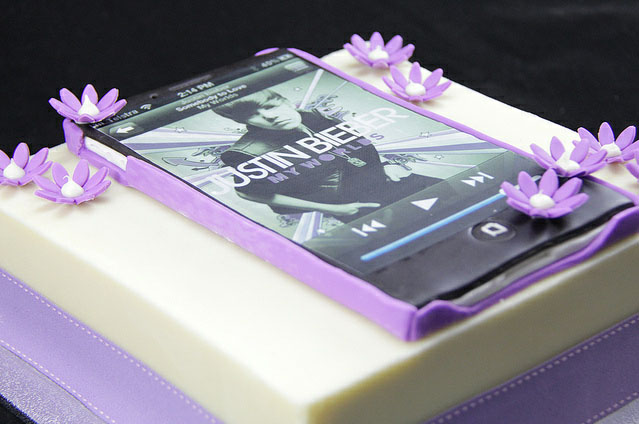 Justin Bieber iPhone Cake