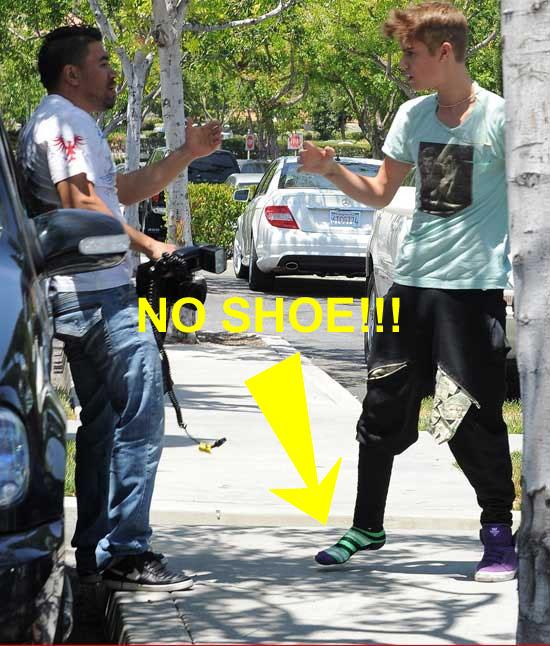 Justin Bieber no shoe