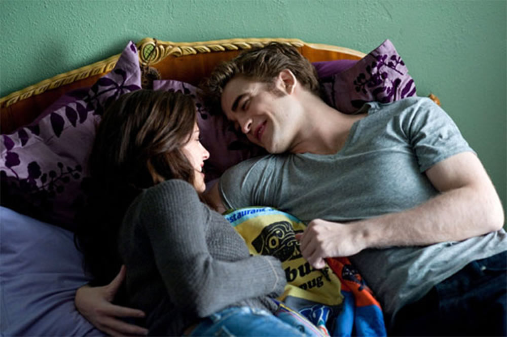 kristen stewart in bed with robert pattinson