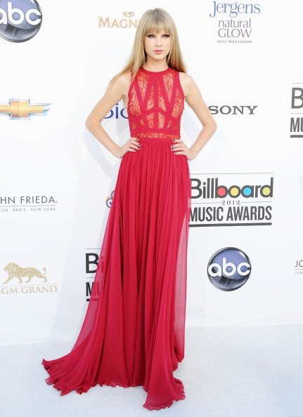 Taylor Swift see-through red gown at 2012 Music Awards