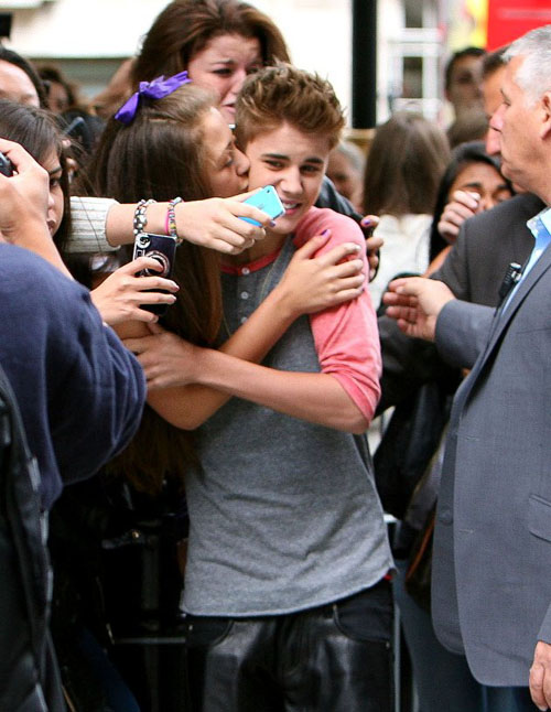 Fans kissed Justin Bieber face